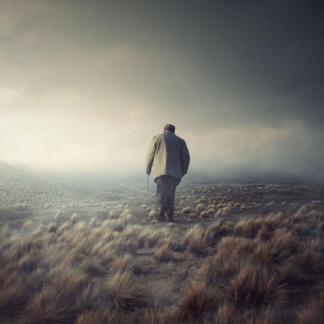 Egy öregember sétálva eltávolodik a végtelen mezőn.