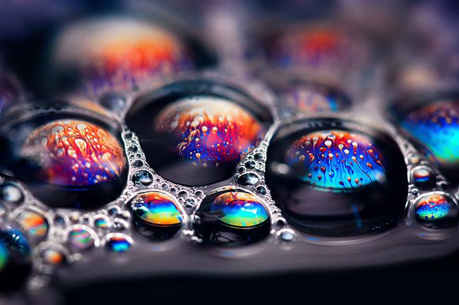 Színes buborékok.