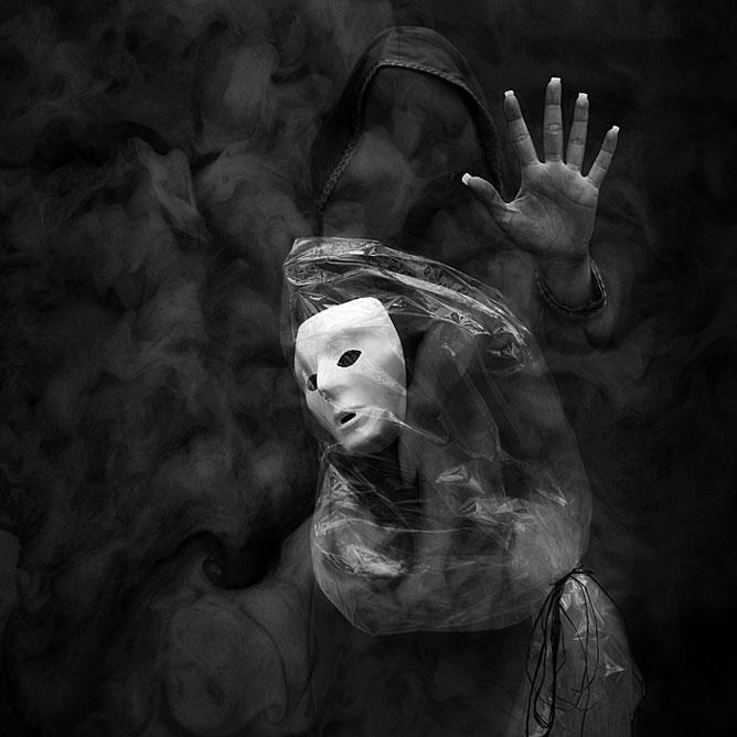Sejtelmes füstből kinyújtott