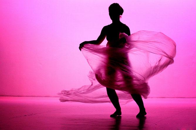 Táncosnő.