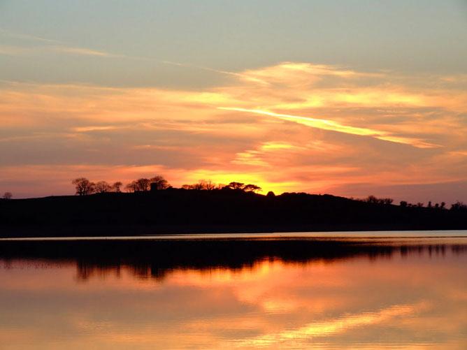 Orange-sunset-lake.