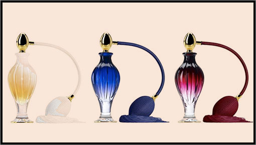 Parfümös üvegek.