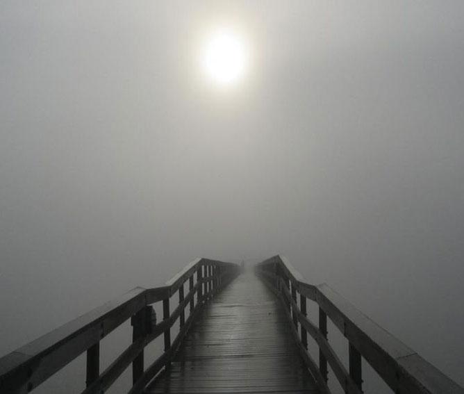 Híd a ködben.