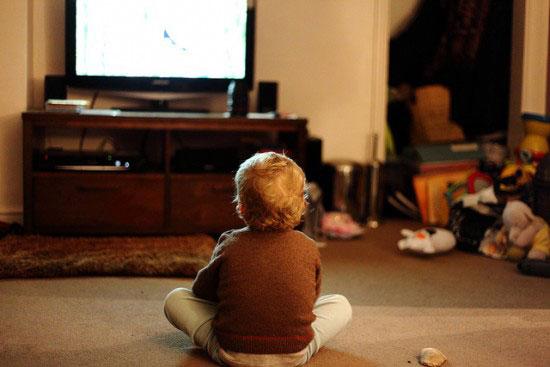 tévéző gyerekek.