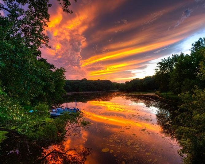 Arany ég és folyó.