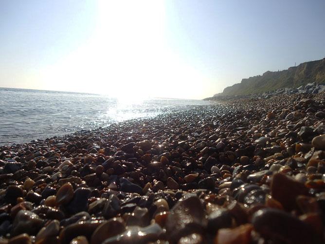 Kavicsok a tengerparton.