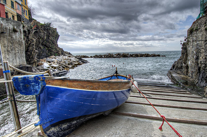 kék csónak.