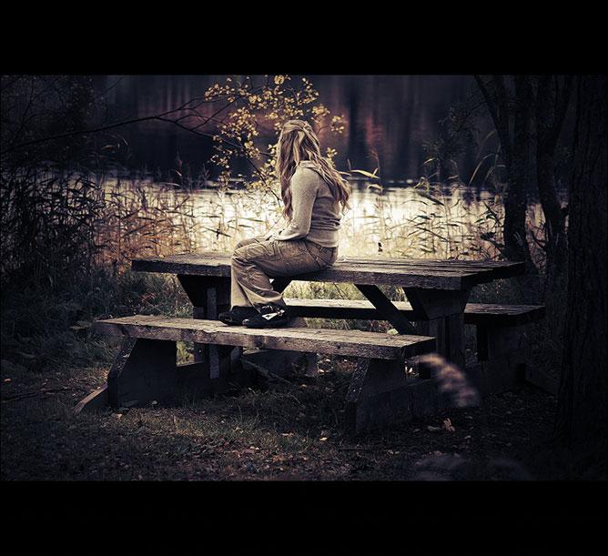Egyedül.