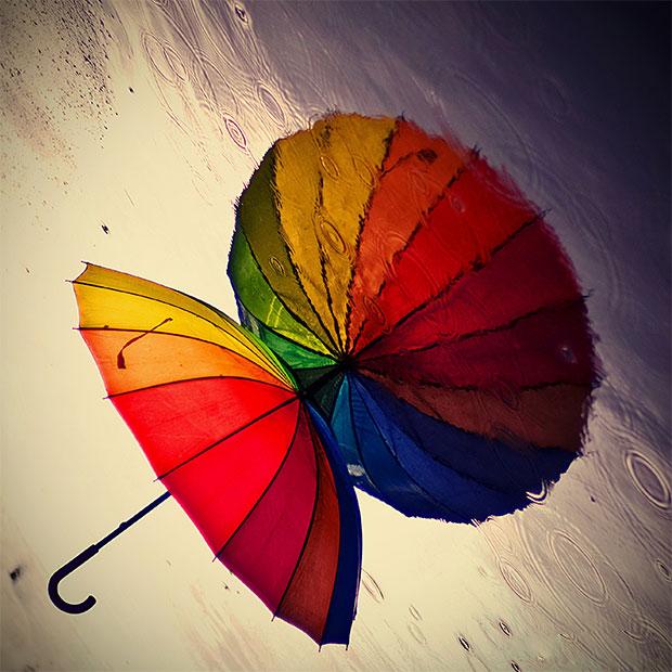 szivárványos esernyő -eső.