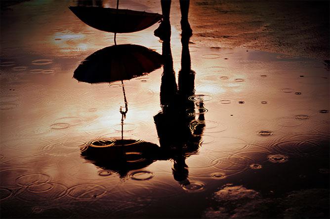 ember esernyővel.