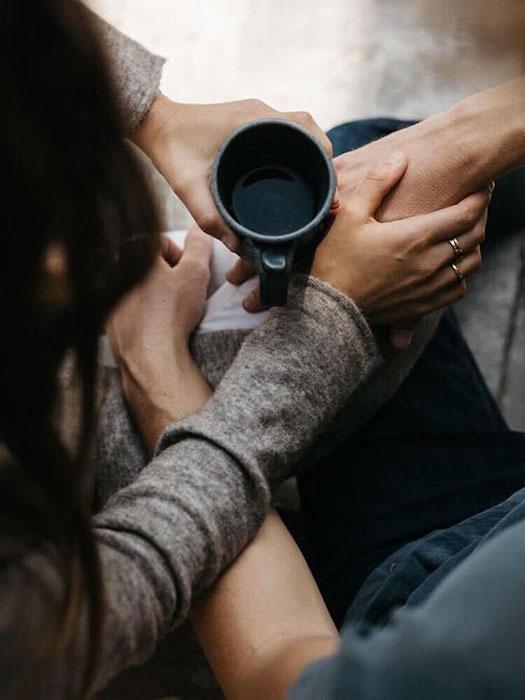 Nem mindegy, hogy kapcsolódunk egymáshoz vagy kapaszkodunk egymásba.